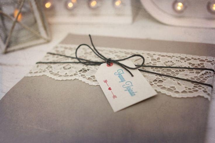 tarjeta de matrimonio con encaje