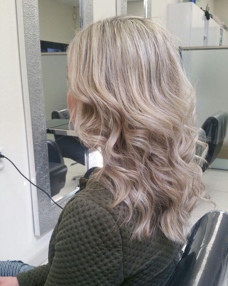 Summervibe #highlights #blond #hair #haircolor #nancyhair&beautycenter #curl