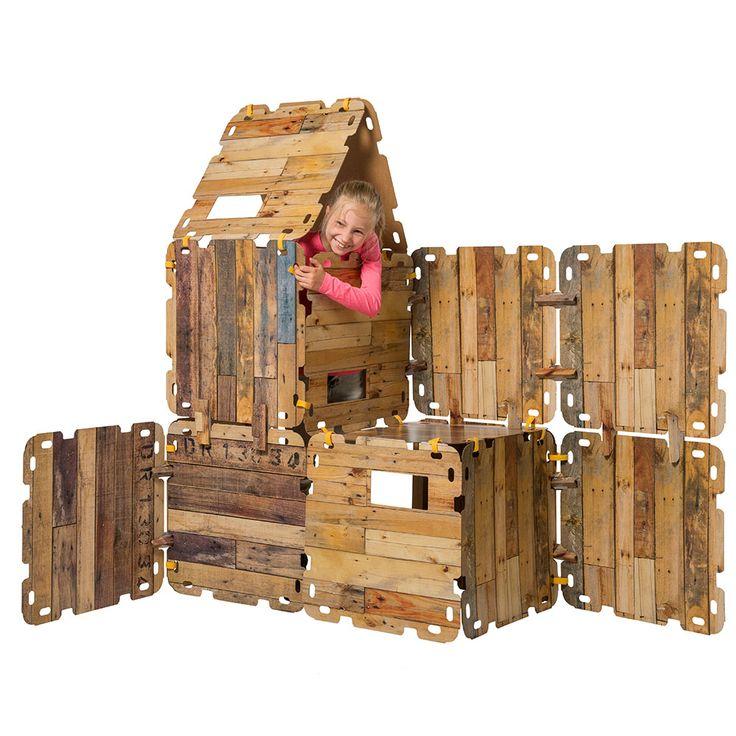 Fantasy Forts! Hutten bouwen, tenten maken. Ieder kind doet dat graag. Hele kamers op z'n kop, lakens en dekens over de meubels.....ze maken er soms een enorme puinhoop van en vaak is het eindresultaat gammel en stort het snel in. Niet echt bevredigend dus voor zowel de kinderen als ook de ouders!    De Fantasy Forts bouwset biedt hiervoor DE oplossing. Stevige platen van karton, voorzien van hippe steigerhout print zorgen voor enorm veel bouw en speelplezier.    Eenvoudig aan elkaar te...