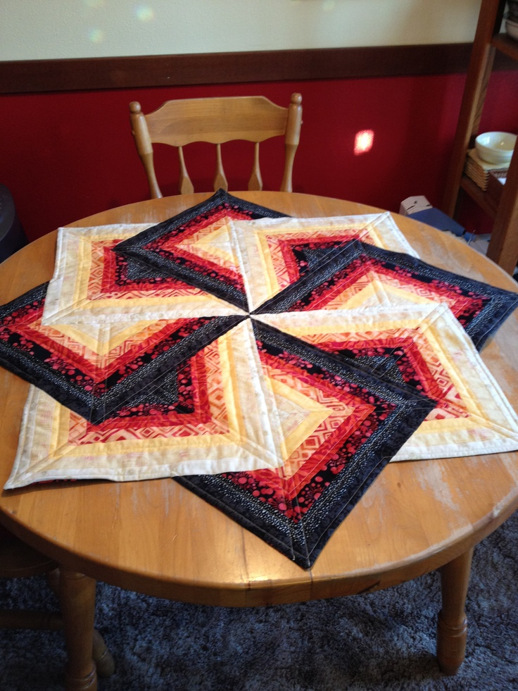 15 best images about round tablecloth on pinterest for Round table runner quilt pattern