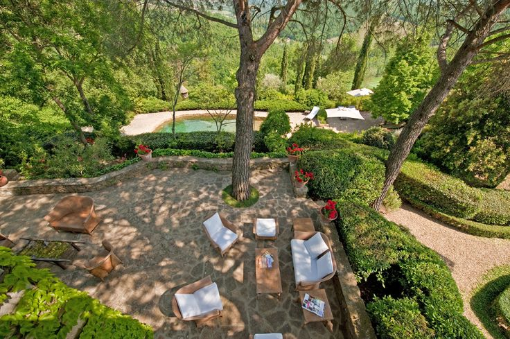 Villa Montefiori Chianti and South of Siena Sleeps up to 11. A truly exceptional luxury villa in Tuscany, this 13th century house is brimming with character and comfort. A wonderful wade-in pool and private tennis court are among the modern additions.