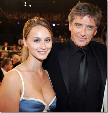 Meet Megan Wallace Cunningham, she is the lovely wife of CBS latenight host, Craig Ferguson. Megan who is an art dealer and mother of one married Ferguson in late 2008. Keep reading to find out more!