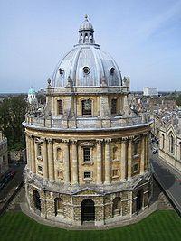 Una parte de la Biblioteca Bodleiana se contiene en la llamada Torre de los Cinco Órdenes (Tower of the Five Orders). La torre recibe este nombre porque está ornamentada, en sentido ascendente, con columnas de cada uno de los cinco órdenes de la arquitectura clásica: dórico, toscano, jónico, corintio y compuesto.