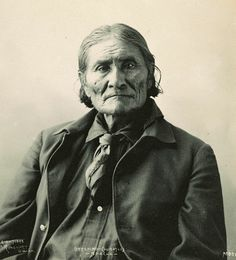 Geronimo, Chiricahua Apache leader - Photo by Frank A. Rinehart, on the occasion of The Indian Congress occurred in conjunction with the Trans-Mississippi International Exposition of 1898, in Omaha, Nebraska, USA - (Original)