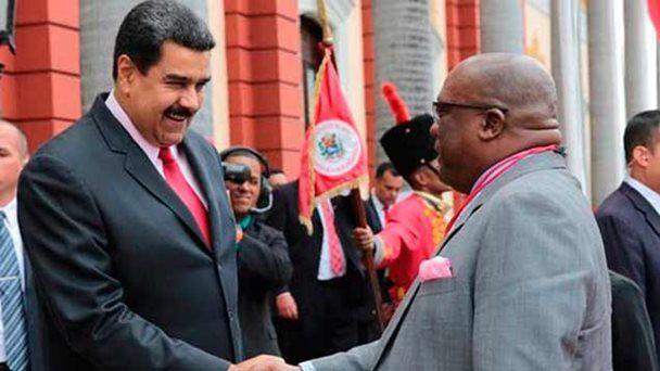 Venezuela reafirma lazos de cooperación con San Cristóbal y Nieves /  Caracas.- El presidente de la República, Nicolás Maduro, en nombre del gobierno expresó a través de un comunicado un mensaje de regocijo por el 34º aniversario del establecimiento de relaciones diplomáticas entre Venezuela y San Cristóbal y Nieves, en el que ratificó el compromiso de seguir profundizando los lazos de