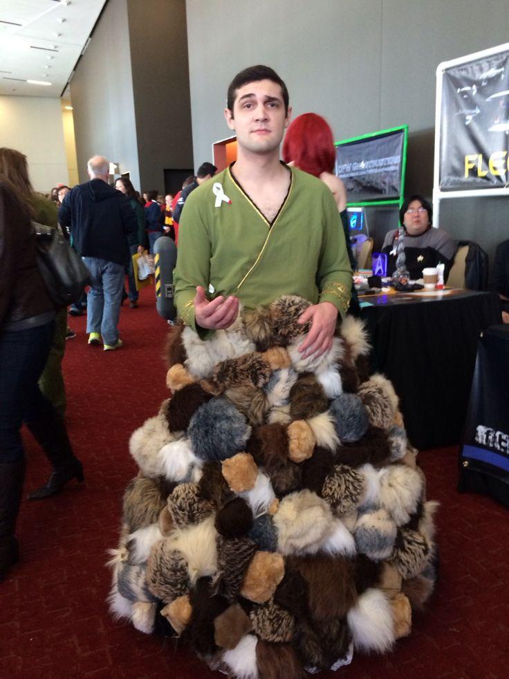 Kirk with tribbles Star Trek cosplay. Uber love this cosplay!!