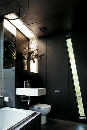 Lean Black Queenstown House by Stacey Farrell architect.