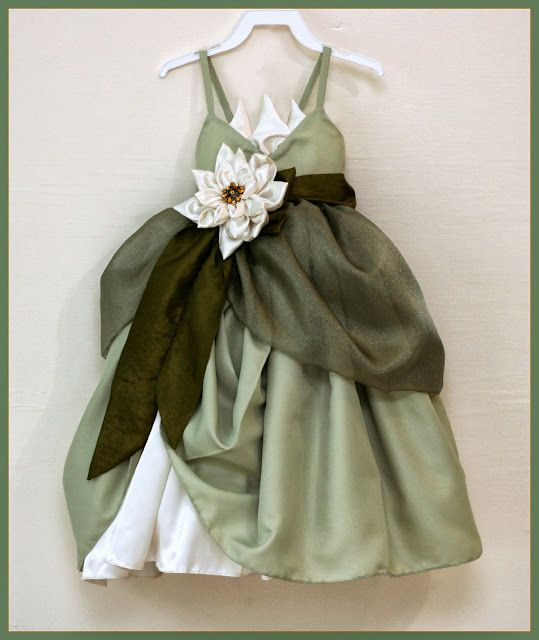 Dreaming of being able to sew something like this! Adorable girls' dress-up dress!