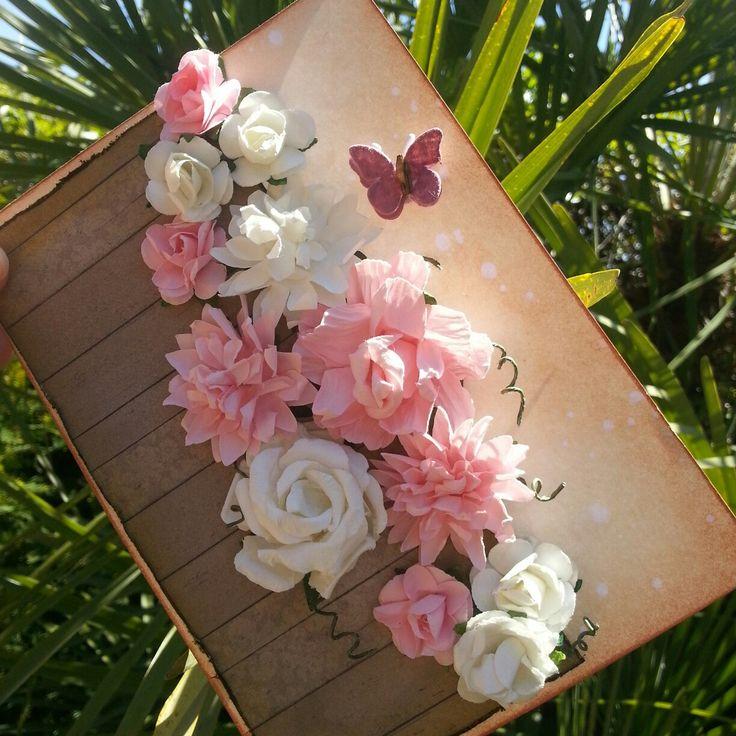 """Tarjeta Día de la madre"" Ya podéis ver el paso a paso de esta tarjeta en mi blog https://luciascrapeatumundo.blogspot.com.es/2016/04/tarjeta-dia-de-la-madre.html Espero que os guste mucho a todos!!!"