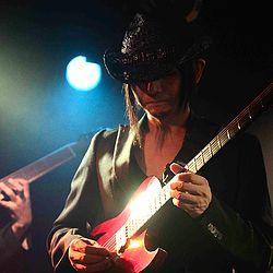 講師紹介ページを更新しました! 新しくギターの先生が加わりました! ギタリストの 水谷吉典 先生です。 ジャズ、フュージョン、ハードロックなど、何でもOK!ジャズ理論やポピュラー理論も丁寧にレッスンしてくれるスーパー先生です! 宜しくお願いします(^^)/ http://www.gakuya-musicschool.com/#!yoshinorimizutani/c1zaw