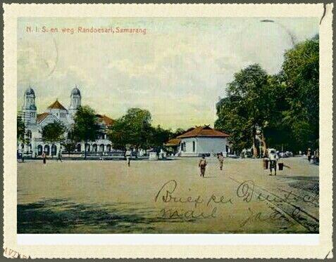 N.I.S. (Lawang Sewu) en weg Randoesari Semarang circa 1910.