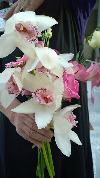 Tein kukkakimpun bloggaajien kukkakoulussa.