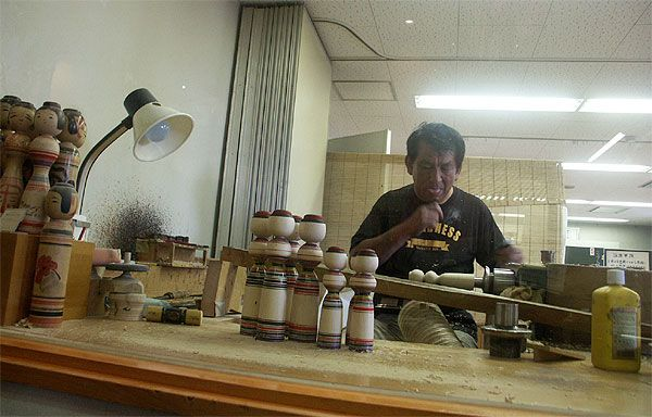 50808_062 Japon - Séjour à Aomori - Les Kokeshi ou poupées traditionnelles japonaises en bois