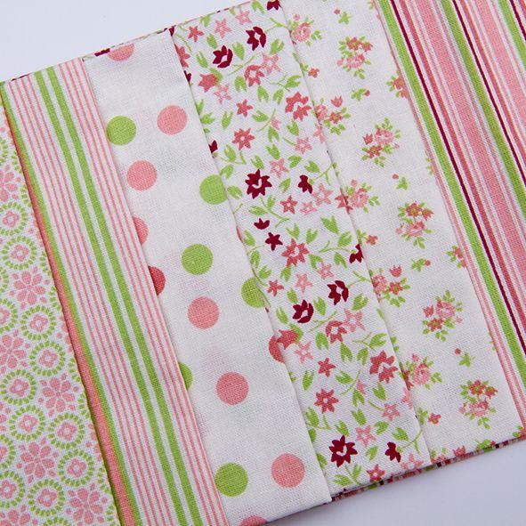 Balíček látek malý růžovozelený 6 x 28 cm x 32cm