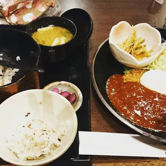 #lunch #😋 #japanesefood #🍚 #food #🍴 #foodstagram #foodporn #yummy #katsu #asianfood #🍖 #ランチ #ロースカツ #デミグラスソース #温玉 #高カロリー #がっつり #ごちそうさま #ストレスが溜まる #肉