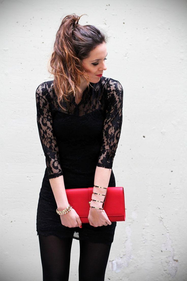 tubino pizzo nero borsa ysl yives saint laurent rossa coda con capelli mossi rossetto rosso outfit elegante serata