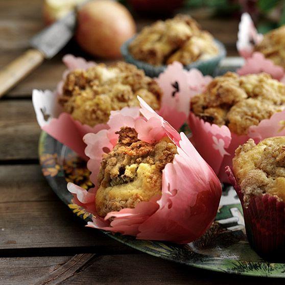 Æblemuffins med knas -http://www.dansukker.dk/dk/opskrifter/aeblemuffins-med-knas.aspx #opskrift #dansukker #æble #apple #muffins #cupcakes #lækkert #cake #kage #food #mad #eat #spis #inspiration