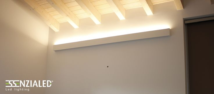 Lampada a parete Led dal design Essenziale realizzata su misura e tinteggiabile tinta muro - Oltre 6500 Lumen al metro lineare di emissione luminosa