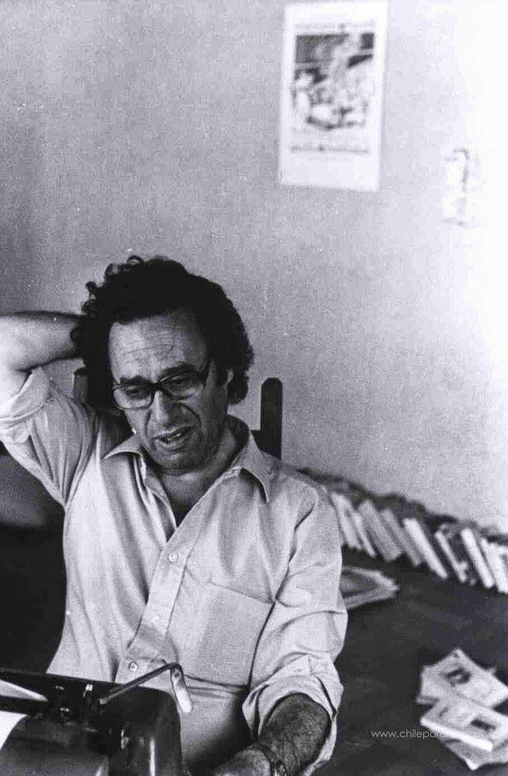 """""""Nada se pierde con vivir, tenemos todo el tiempo del tiempo por delante para ser el vacio que somos en el fondo""""  ― Enrique Lihn"""