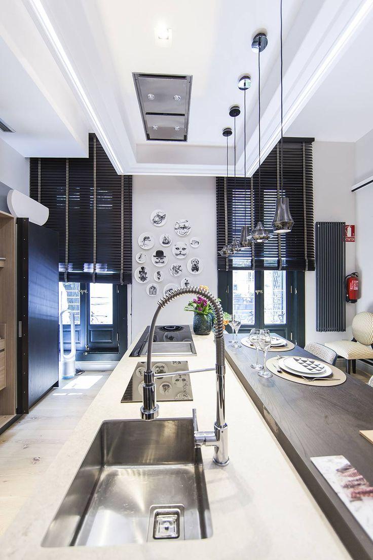 El contraste ayuda a crear atmósferas bien diferenciadas, para el día y la noche. #details #kitchen #room #deco #interiordesign #diseño #decoracion #design #decor