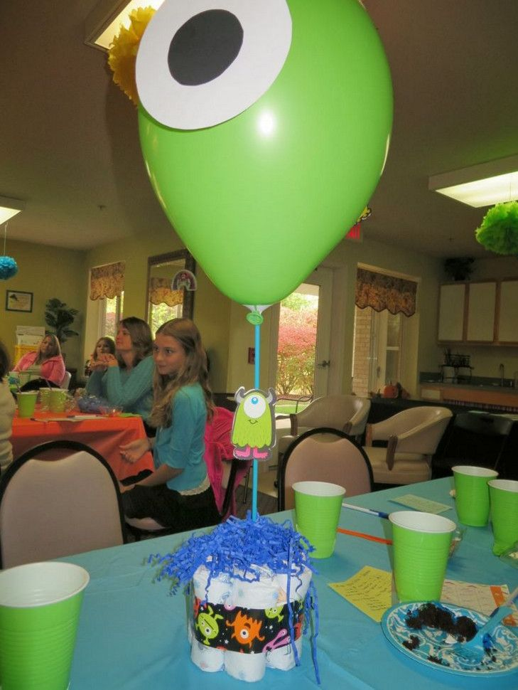 Centro de mesa de Monster INC para baby shower - https://manualidadesparababyshower.net/centro-de-mesa-de-monster-inc-para-baby-shower/