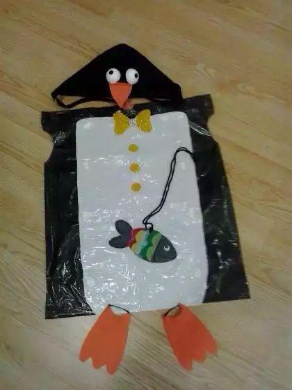 Disfraz bolsa de pingüino no olvides que las bolsas de colores las vendemos en http://www.multipapel.com/subfamilia-bolsas-basura-colores-para-disfraces.htm