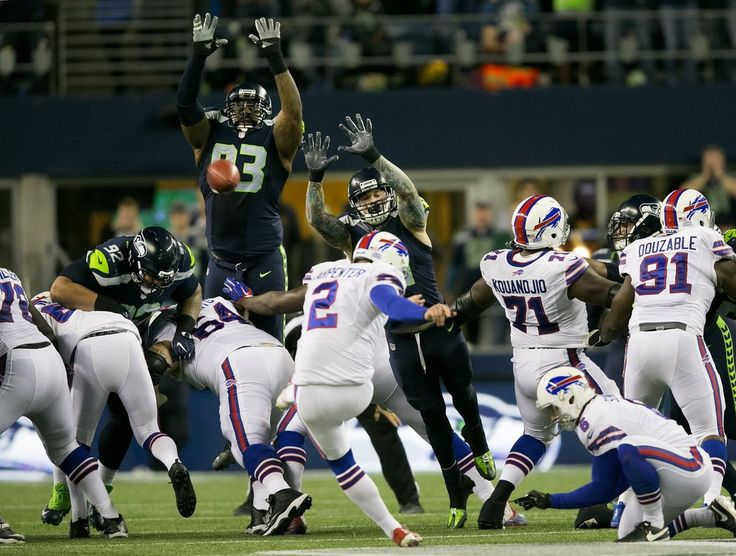 Monday Night Football: Bills vs. Seahawks:   November 7, 2016  - 31-25, Seahawks    After several tries and penalties, Buffalo Bills kicker Dan Carpenter (2) misses a field goal as time expires at the end of the first half. (Johnny Andrews / The Seattle Times)