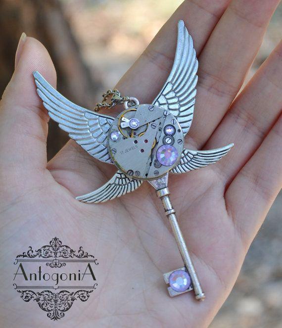 Steampunk clé collier Charms bijoux de Gears par AntogoniA sur Etsy