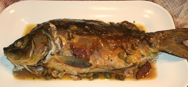 Carpa al forno - mediterraner Karpfen aus dem Ofen - RezeptIn der Küche Sardiniens gänzlich unbekannt ist der Karpfen, doch haben wir unser festliches mediterranes Rezept für den zum Jahreswechsel beliebten Edelfisch hier aufgeschriebe...