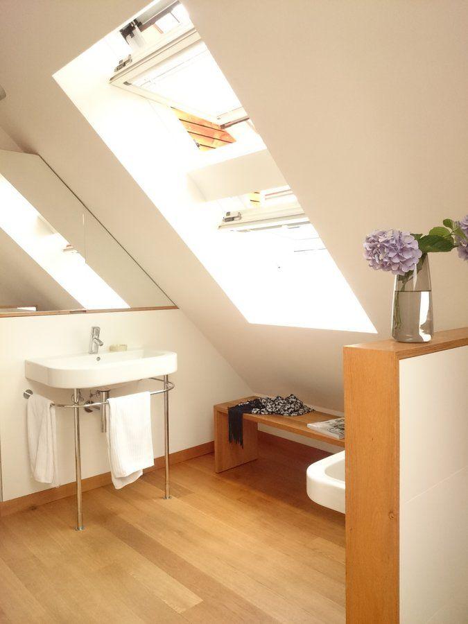 Hier ein Blick in unser Bad, welches wir vor 10 Jahren in einen kleinen Raum im Dachgeschoss eingebaut haben.
