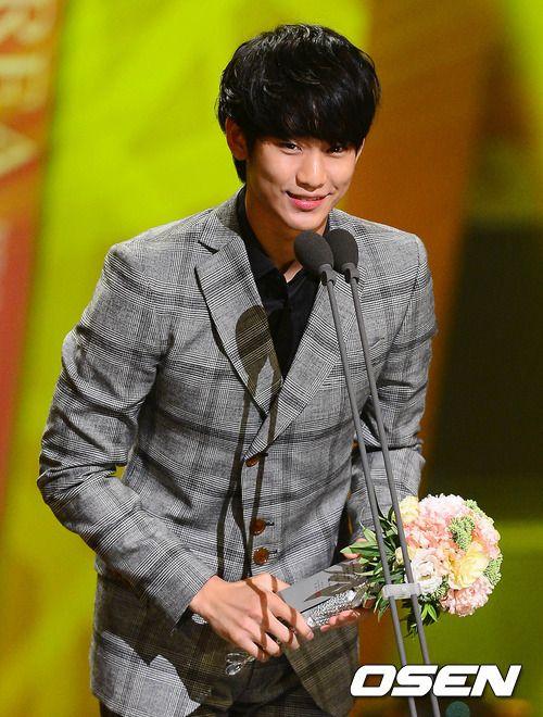 俳優キム・スヒョンが韓国放送大賞でタレント賞を受賞した。MBCドラマ「太陽を抱く月」で王のイ・フォン役で熱演したキム・スヒョンは、3日午後にソウル汝矣島(ヨイド)にあるKBSホールで開催された「第3… - 韓流・韓国芸能ニュースはKstyle
