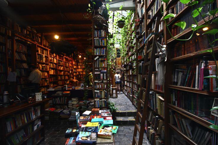 Libreria en Tristán Narvaja.