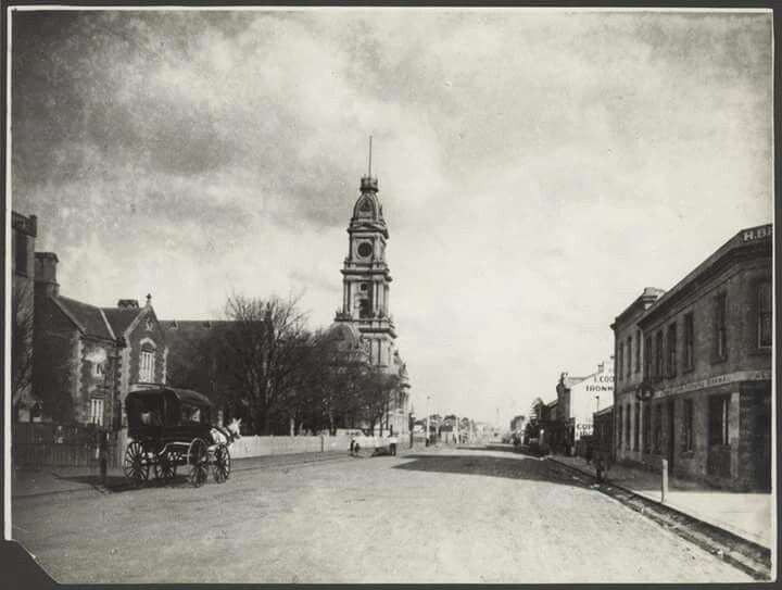 Hoddle St in 1886,with Collingwood Town Hall on the left.