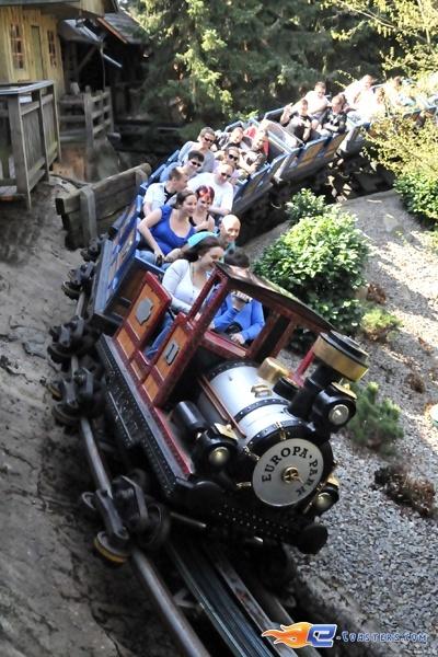 6/11   Photo du Roller Coaster Alpen Express situé à @Europa-Park (Rust) (Allemagne). Plus d'information sur notre site www.e-coasters.com !! Tous les meilleurs Parcs d'Attractions sur un seul site web !! Découvrez également notre vidéo embarquée à cette adresse : http://youtu.be/l83TX4Yx5yI