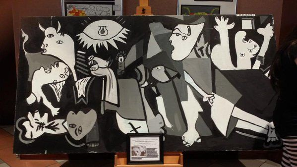 """Replica of Picasso's famous painting Guernica painted by 12 year olds! @rrisdfinearts @rrisdart Great - not """"good""""  #Guernica #simbolo"""