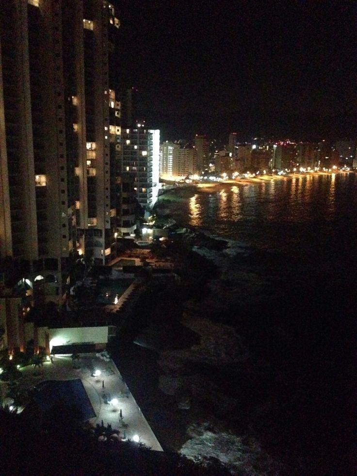 Y si !!! Acapulco desde mi balcón .... Esta noche