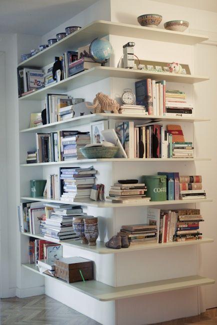 Una estantería en el pasillo - Picapino Carpintería/Ebanistería