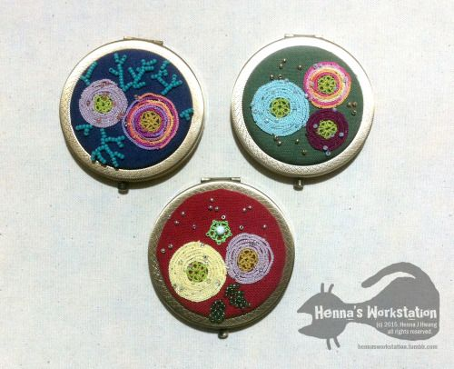 Mirrors with tatted ranunculus and beads - by Henna's Workstation