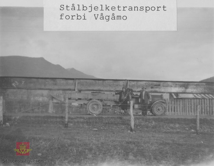 "DigitaltMuseum - ""Stålbjelketransport forbi Vågåmo""."