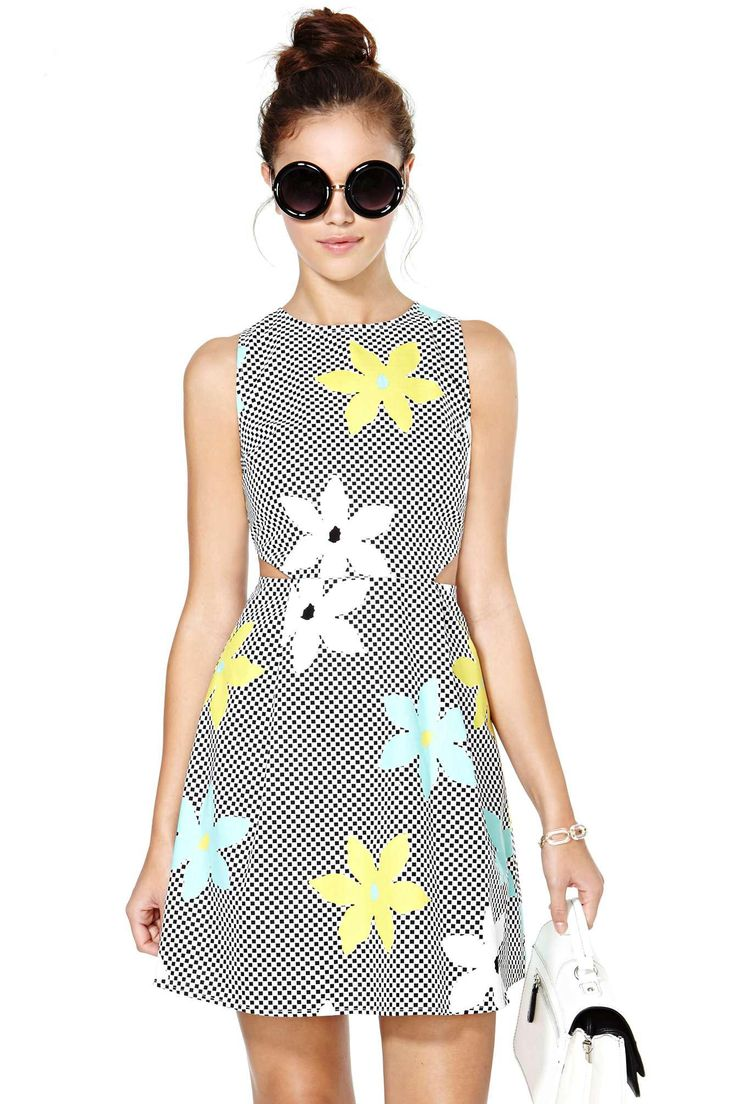 Take your floral addiction up a notch in this awesome black and white checkered print dress featu...
