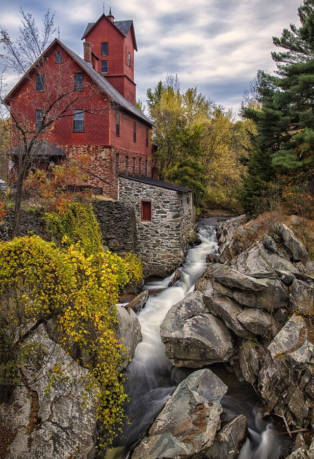 Jerico, Vermont, USA  http://beautyharmonylife.com/105-stunning-photography-of-unique-places-to-visit-before-you-die-part-5/