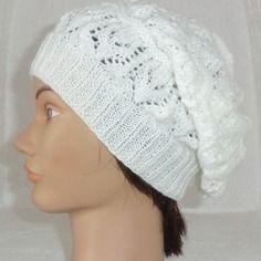 Bonnet femme en laine  très beau point fantaisie ajouré coloris blanc tricoté à la main