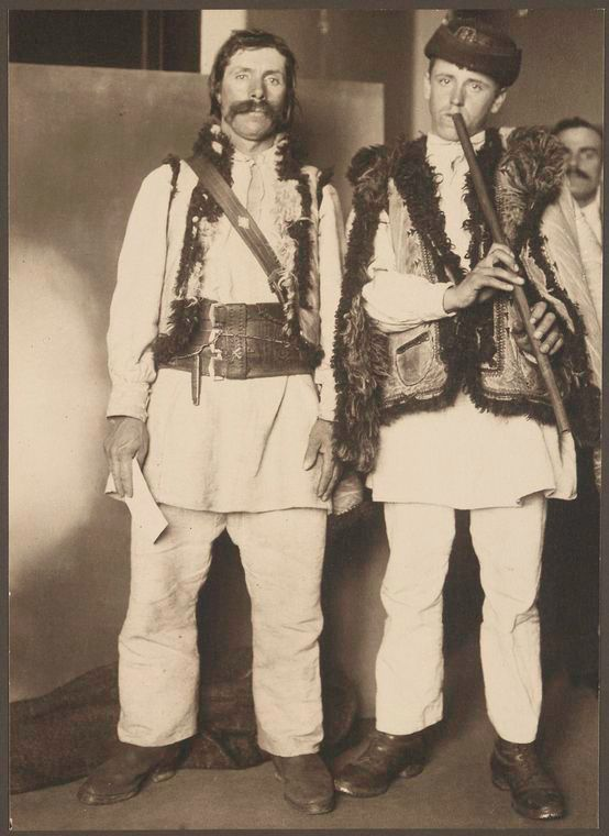 Augustus F. Sherman - Romanian shepherds in United States (Ellis Island Portraits), 1905