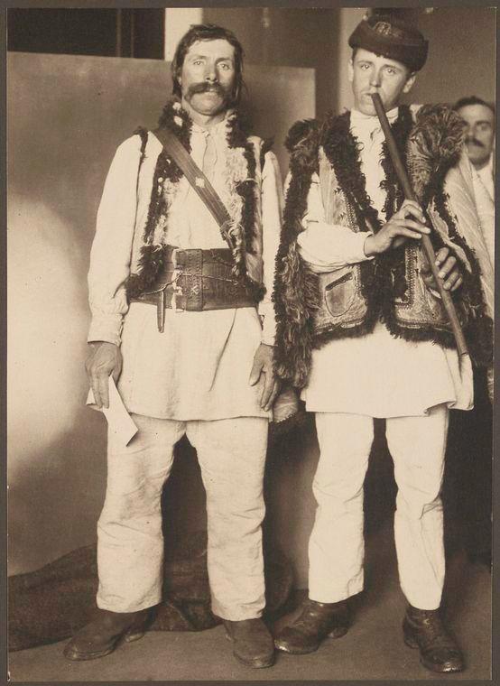 Augustus F. Sherman - Romanian shepherds in United States (Ellis Island Portraits), 1905