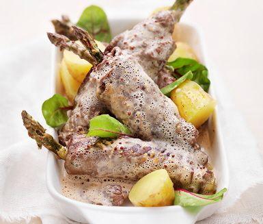Recept: Sparris- och lövbiffsrullad med gräddsås