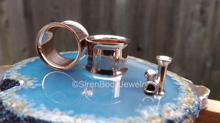 Rose gold tunnel earrings plugs 0g gauges ear gold gauge rose flesh 00g stretcher expander plugs high quality shine tunnels gauge flaired by SirenBodyJewelry on Etsy https://www.etsy.com/listing/235911956/rose-gold-tunnel-earrings-plugs-0g