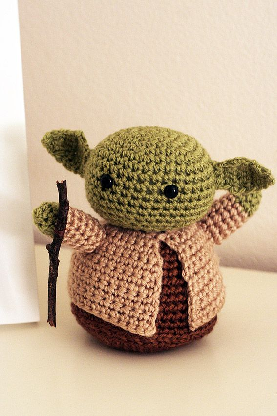 Look What I Made: Amigurumi Yoda http://katieskitchenblog.com/2012/12/05/look-what-i-made-amigurumi-yoda/