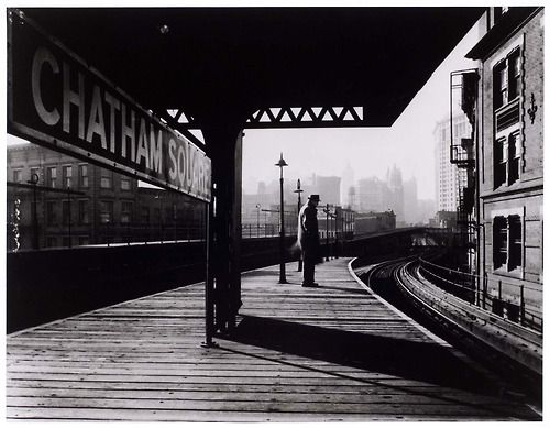Arnold Eagle - Chatham Square Platform, New York City, 1939.