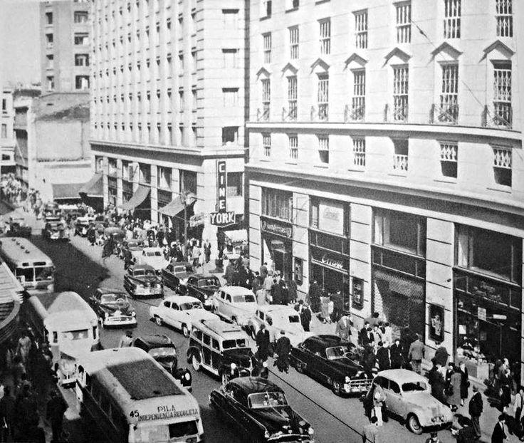https://flic.kr/p/Ew5Pyj | la calle ahumada entre Moneda y Agustinas en 1960 y el cine York  de Santiago | de la coleccion de fotos de la Revista LIFE