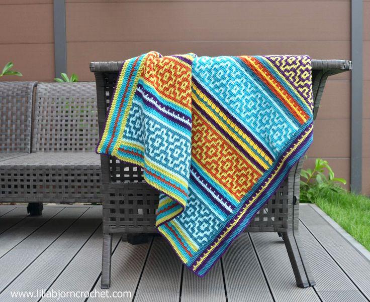 Prachtige gehaakte deken, genaamd Nya Mosaic Blanket, gemaakt door Lilla Bjorn Crochet voorzien van gratis haakpatroon zowel in het Nederlands als Engels.